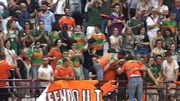 Gli arancio verdi portano a casa il trofeo del torneo di calcetto